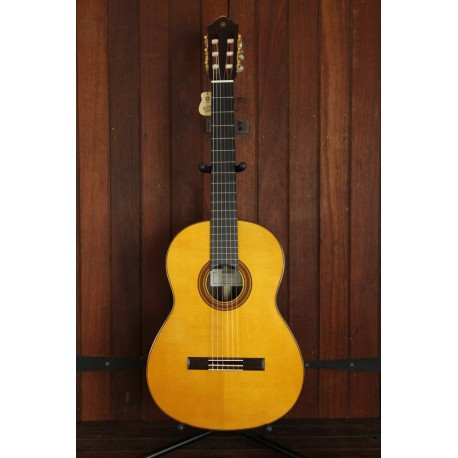 YAMAHA CG182S ...$689.... CLASSICAL GUITAR SOLID EUROPEAN SPRUCE TOP WITH EBONY FINGERBOARD